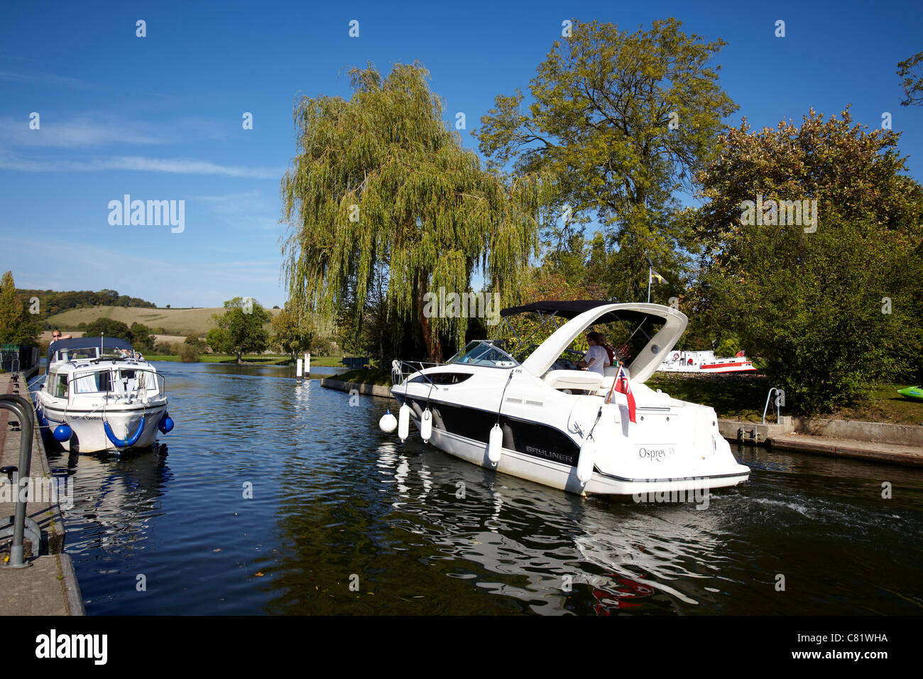 Boats on the River Thames at Mapledurham Lock near Reading, Berkshire. Stock Photo