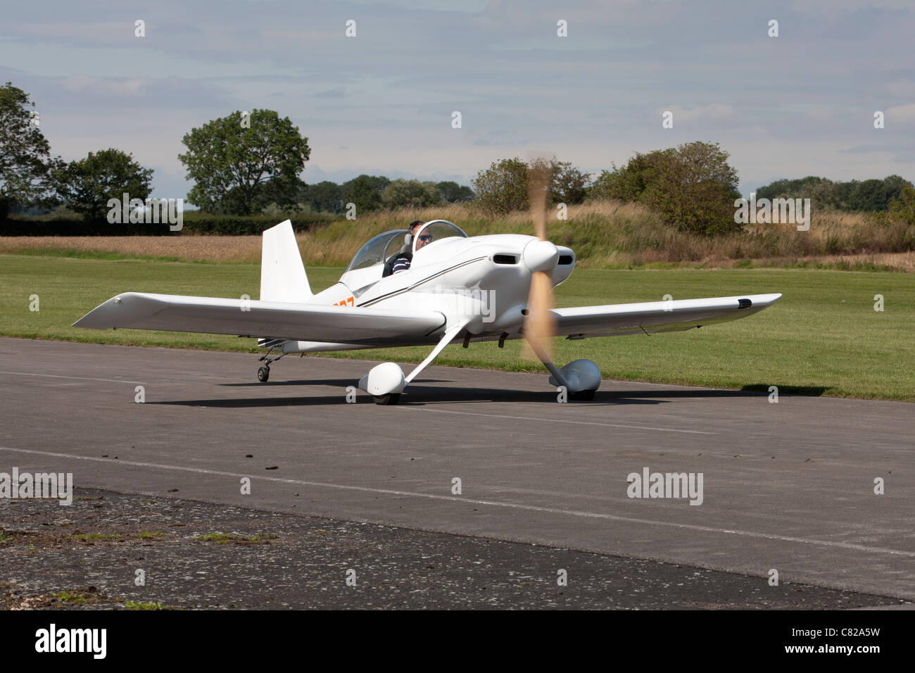 Vans RV-3A G--RODZ taxiing at Breighton Airfield Stock Photo