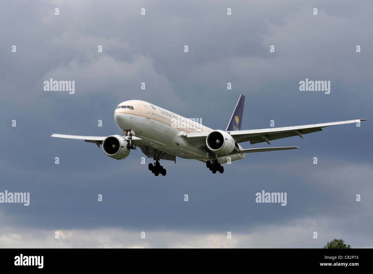 Saudi Arabian Airlines Boeing 777-200ER on final approach - Stock Image