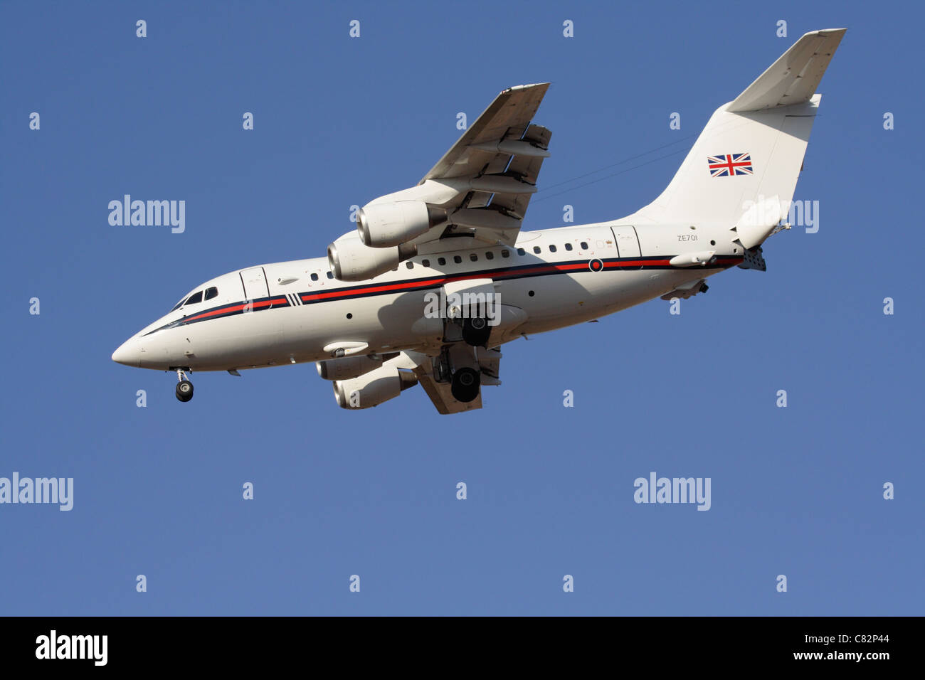 Royal Air Force BAe 146 executive transport making a steep landing approach - Stock Image
