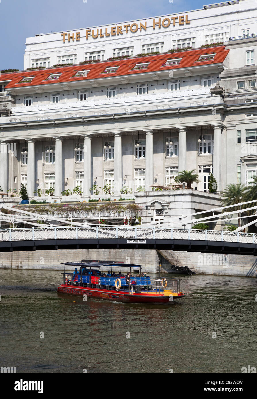 River Cruise and Fullerton Hotel, Singapore - Stock Image