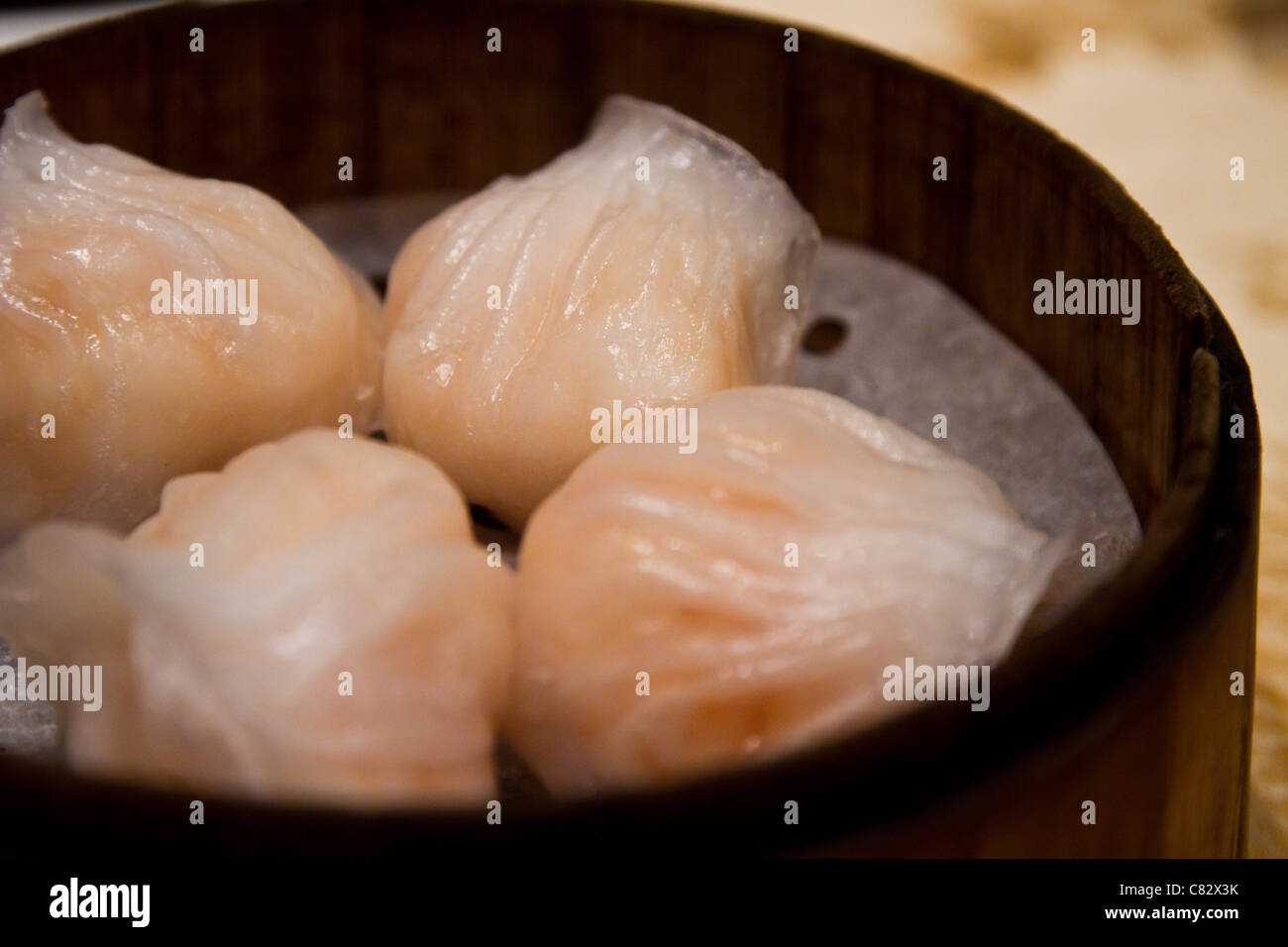 dim sum har gow shrimp bonnet shrimp dumping steam - Stock Image