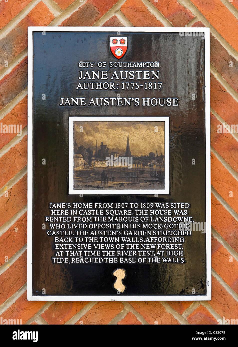 Plaque at Bosun's Locker Pub commemorating site of the house of  novelist Jane Austen, Castle Square, Southampton, - Stock Image