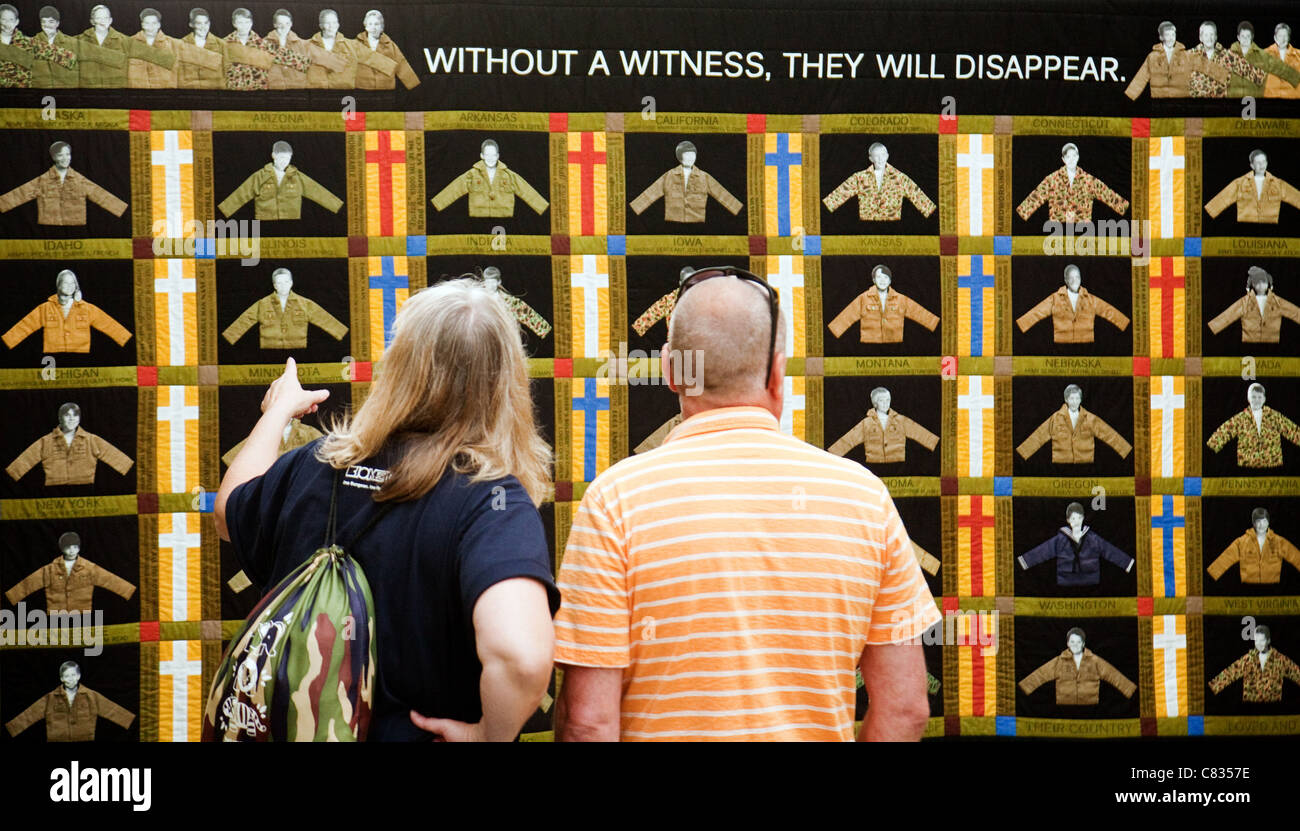 Visitors to Arlington Cemetery looking at the 'Lost Heroes Art Quilt', Washington DC, USA - Stock Image