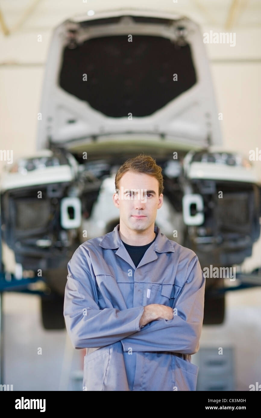 Mechanic standing with arms crossed - Stock Image