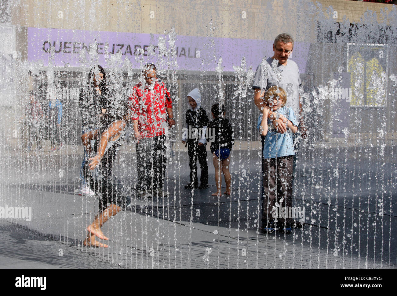 Playing in the Appearing Rooms fountains outside the Queen Elizabeth Hall on London's South Bank Stock Photo
