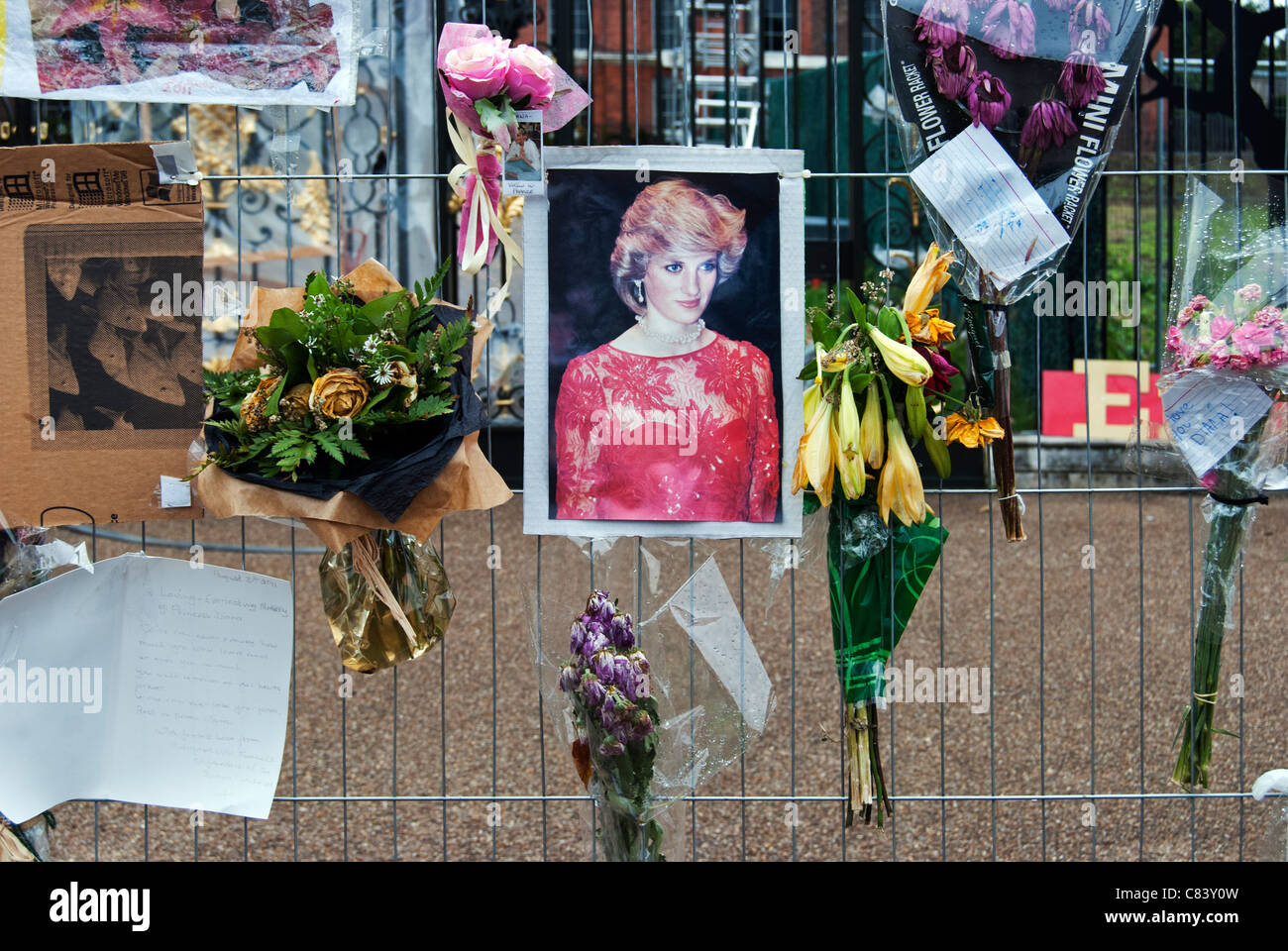 Tributes to Diana, Princess of Wales, Kensington Palace, 2011 - Stock Image