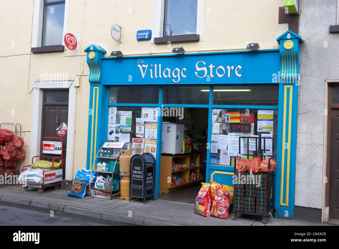 small confectionery newsagent and general store village shop in stock photo 39428503 alamy. Black Bedroom Furniture Sets. Home Design Ideas