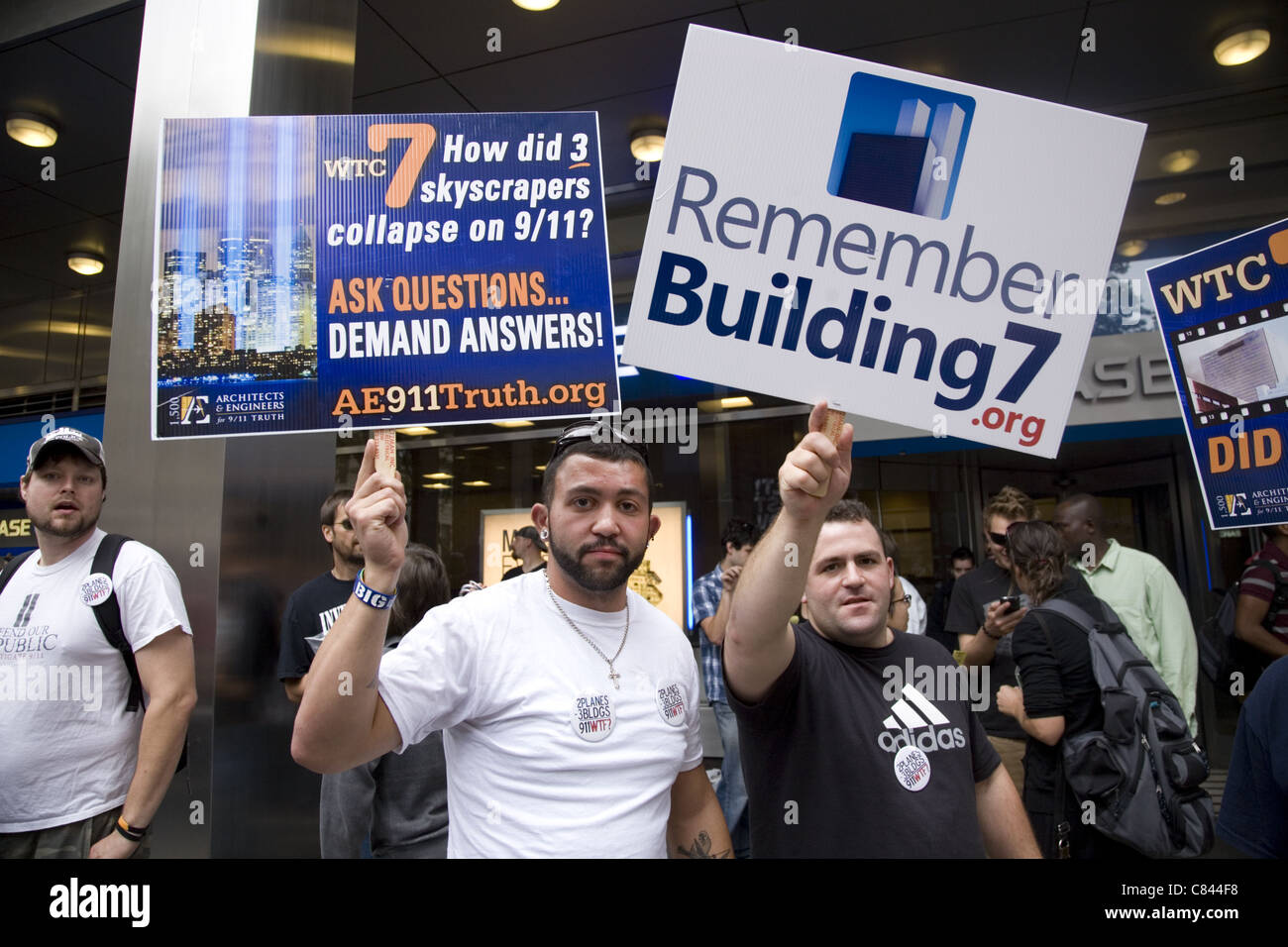 9/11 10th Anniversary, NYC. Conspiracy Theorists demonstrate for an independent investigation of the 9/11 disaster. - Stock Image