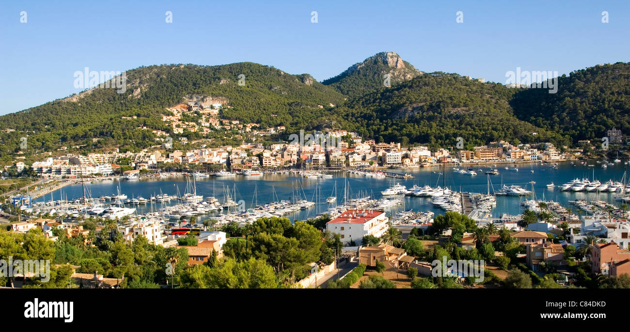 Mallorca, Puerto d'Andratx, overview with hills in background, panoramic - Stock Image