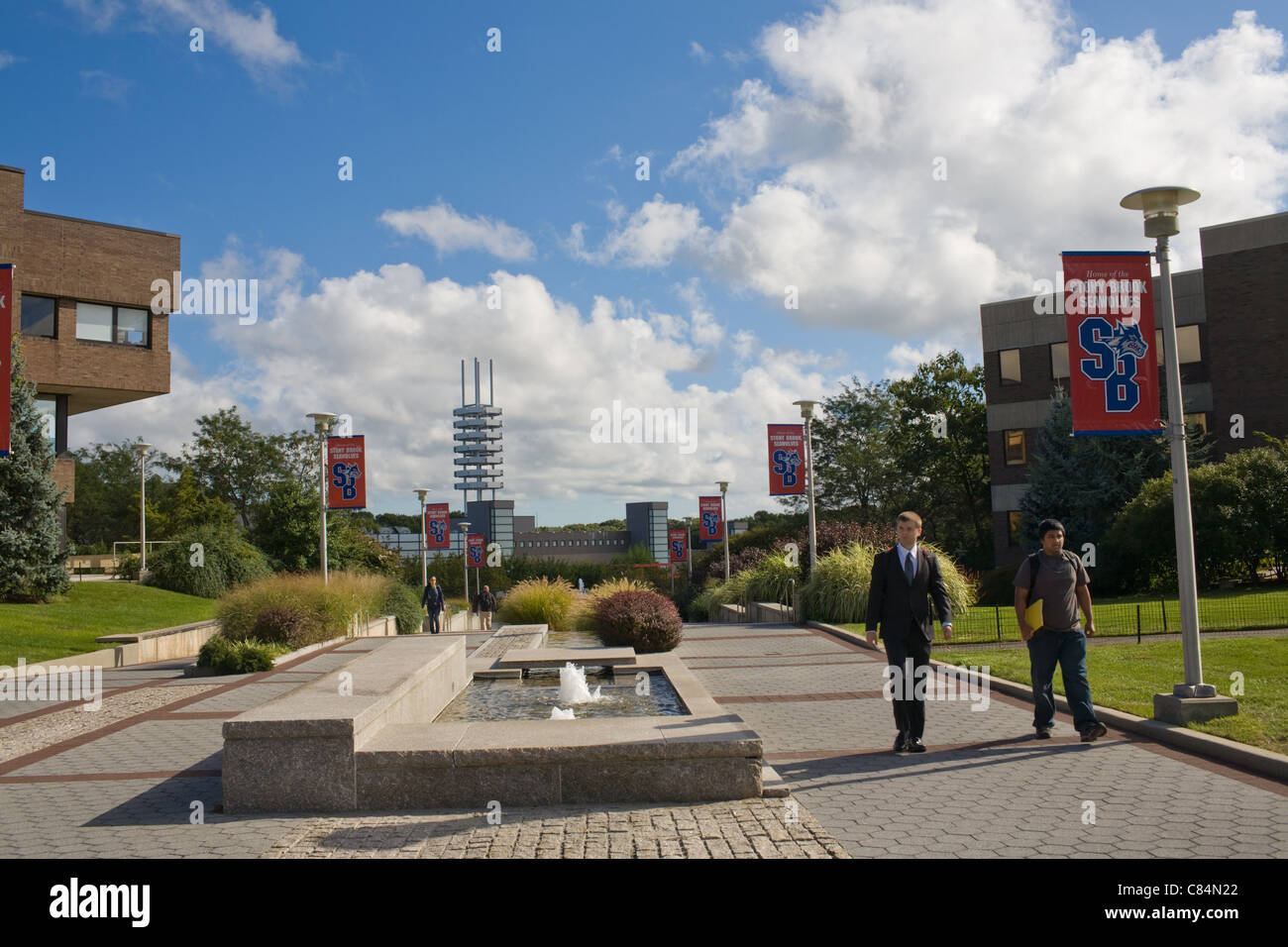 Students going to class, SUNY Stony Brook, North Shore, Long Island, New York - Stock Image