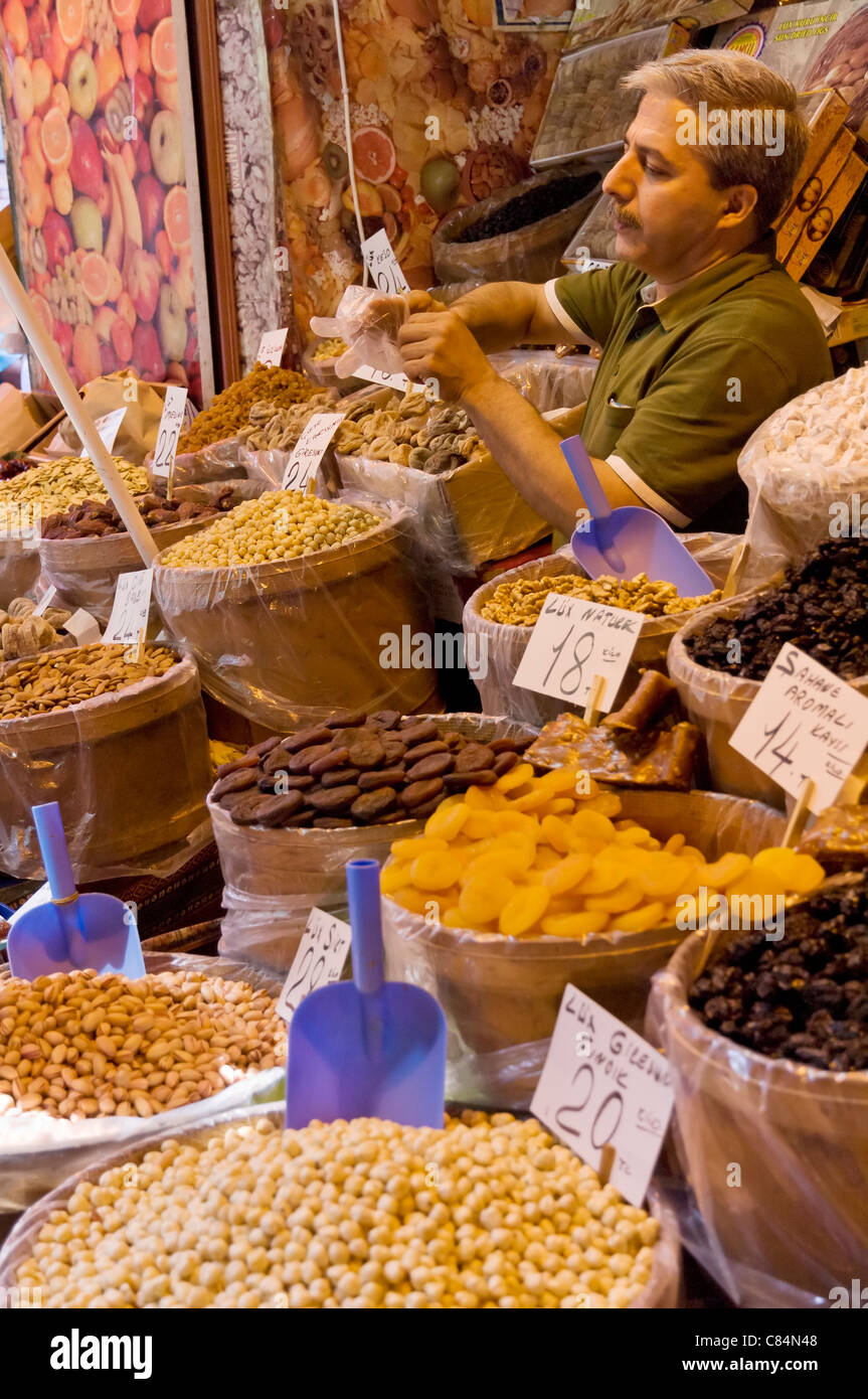 buying pulses, nuts and spices at a stall in the Egyptian bazaar (Spice bazaar) (Misir Carsisi), Eminonu, Istanbul, - Stock Image