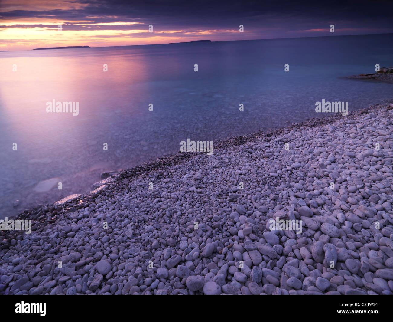 Beautiful sunset scenery of Georgian Bay pebble shore. Bruce Peninsula National Park, Ontario, Canada. - Stock Image