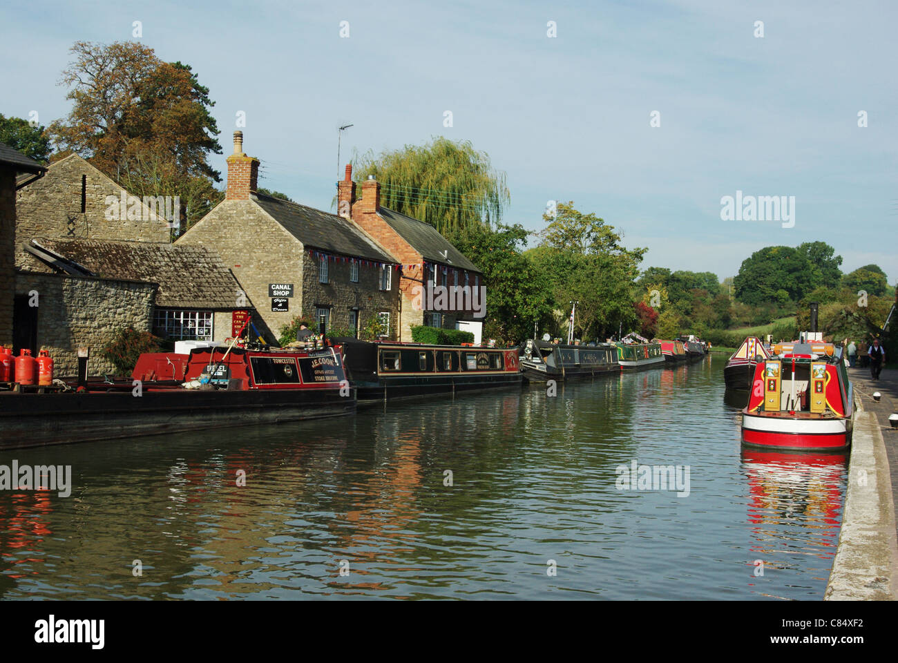 Narrowboats on the Grand Union Canal at Stoke Bruerne - Stock Image