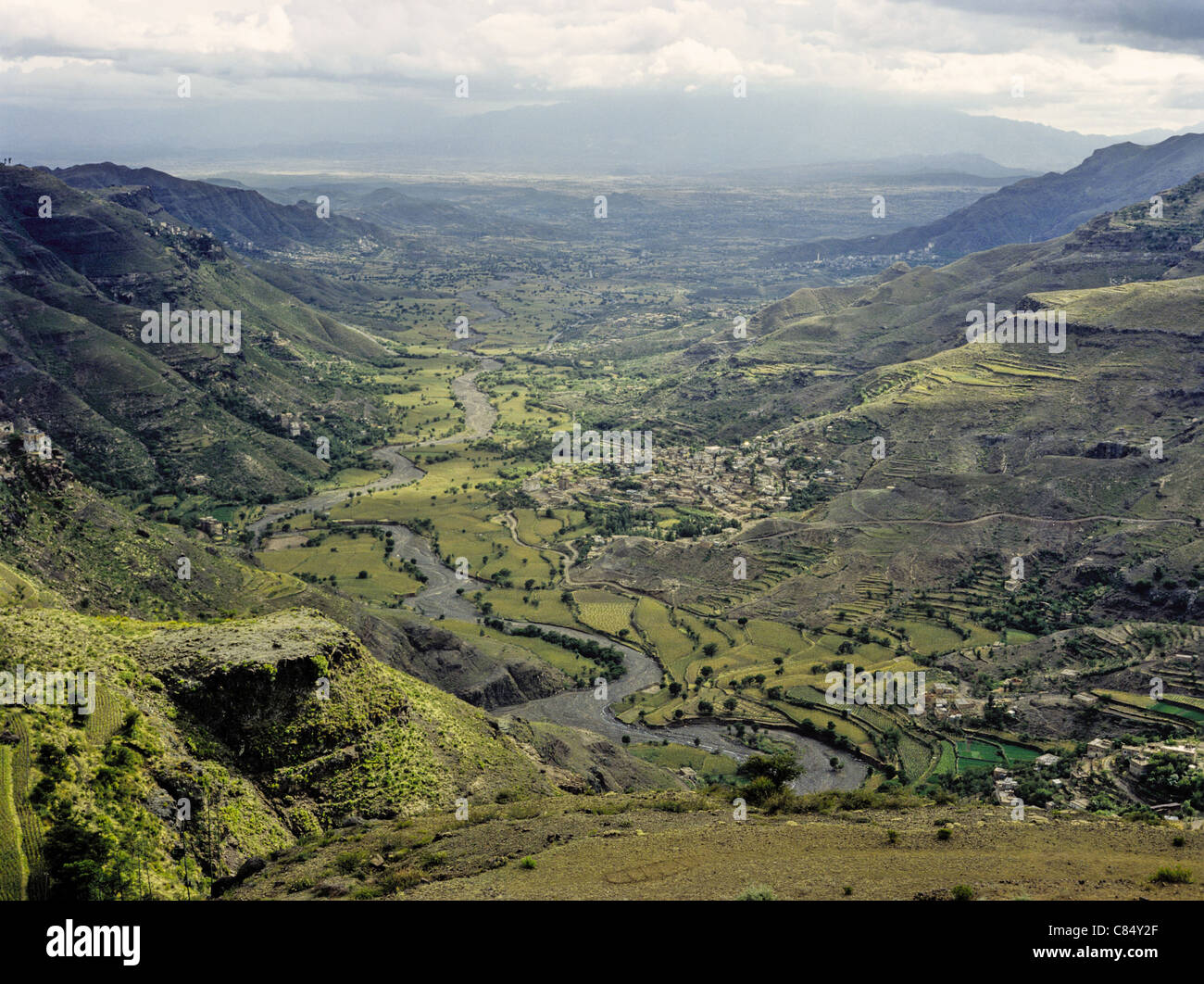 Mountains and farmland in Ta'izz Governorate, Yemen - Stock Image