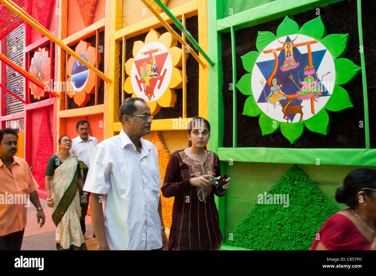 Devotees at Vivekanand Park Athletic Club Durga Puja pandal in Haridevpur, Kolkata (Calcutta), West Bengal, India. - Stock Image