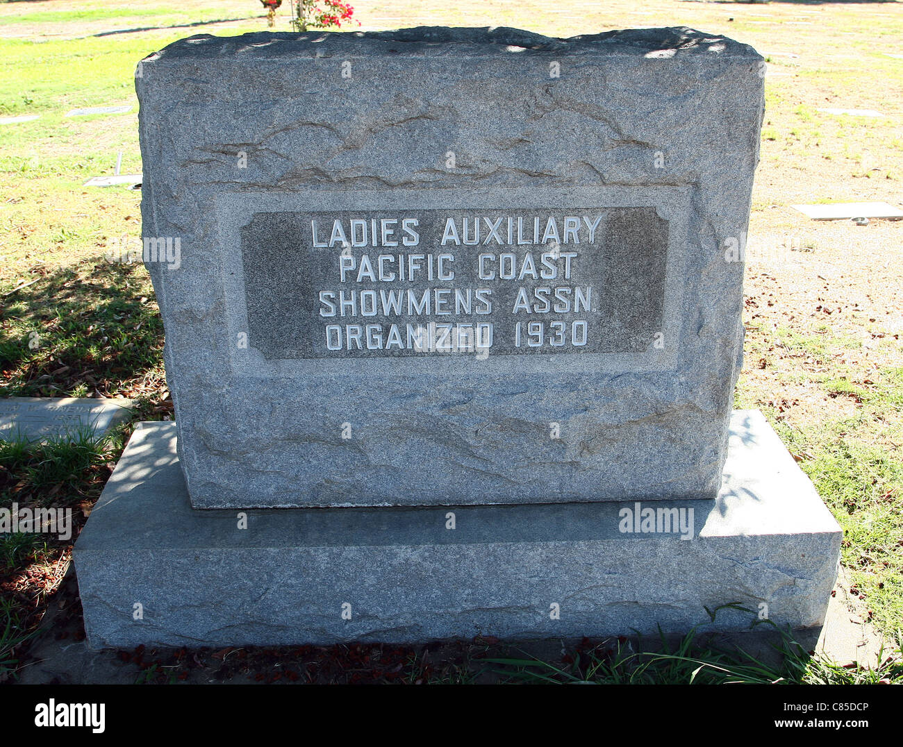 LADIES AUXILIARY PACIFIC COAST SHOWMEN'S ASSOCIATION STONE SHOWMEN'S REST AT THE EVERGREEN MEMORIAL PARK - Stock Image