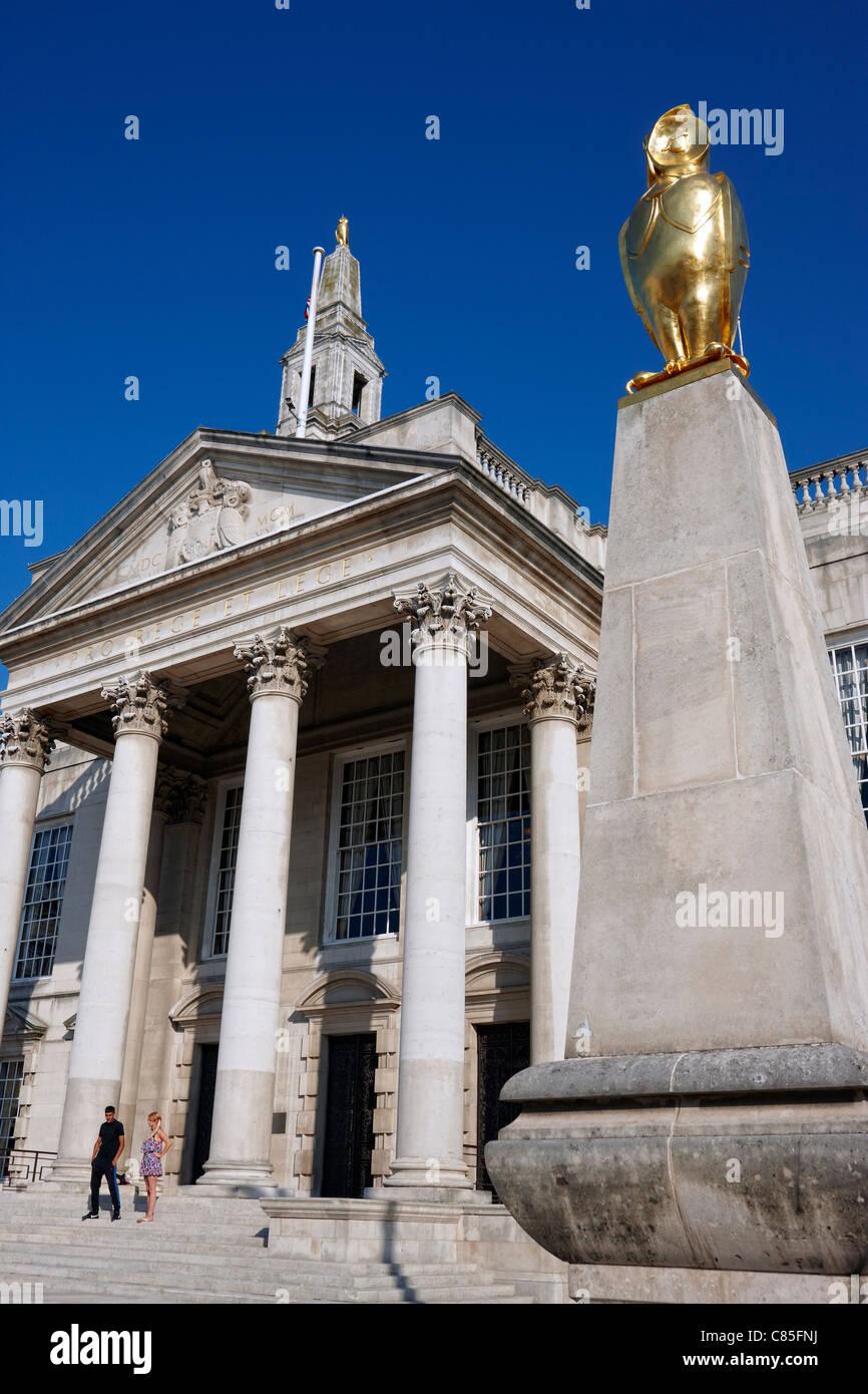 Leeds Civic Hall in Millennium Square - Stock Image