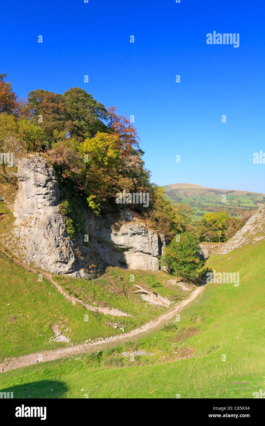 The Limestone Way through Cave Dale in Castleton, Derbyshire, Peak District National Park, England, UK. - Stock Image