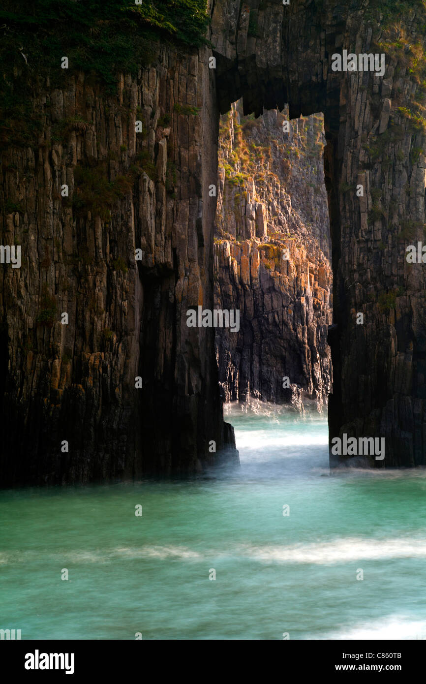 Rock arch at Church Doors, Skrinkle Haven, Pembrokeshire, Wales - Stock Image