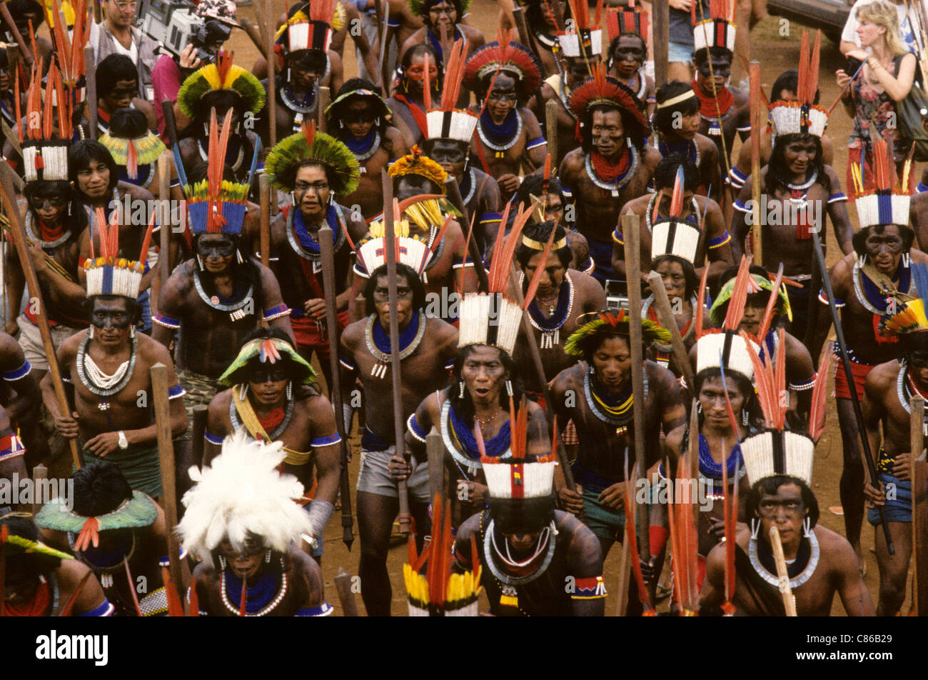 Altamira, Para State, Brazil. Indians in colourful feather headdresses; Kayapo, Arara, protesting against dam construction. - Stock Image