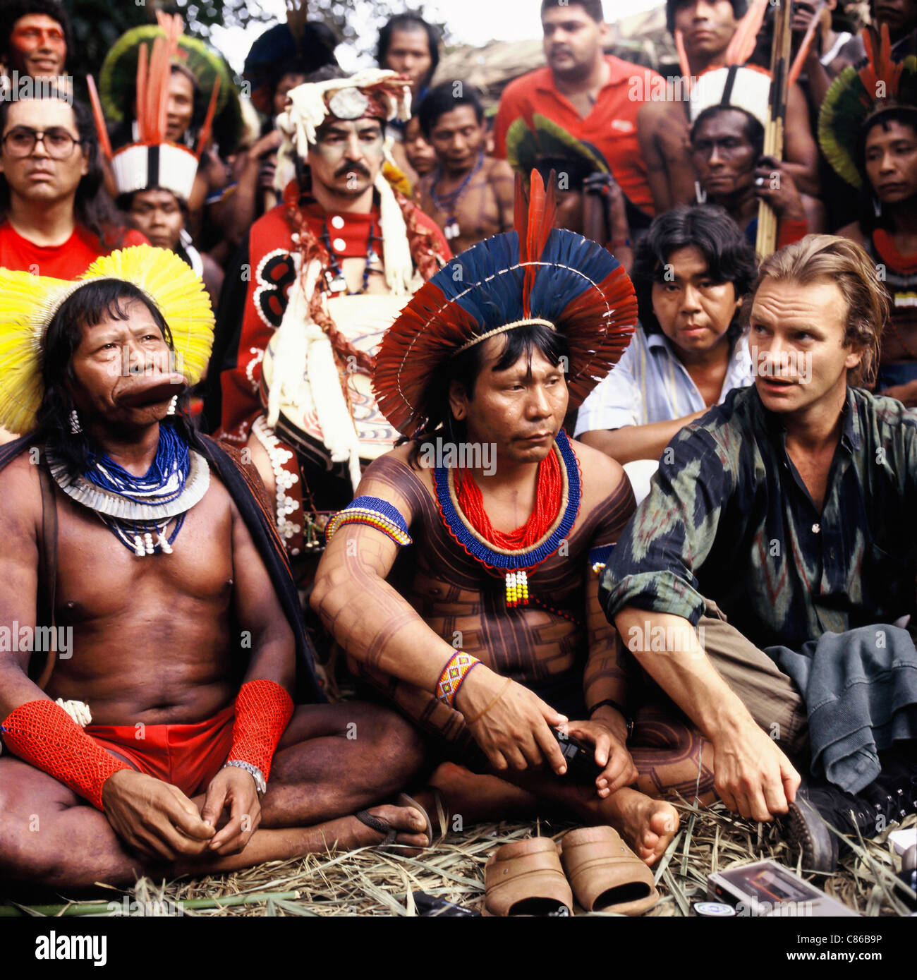 Altamira, Brazil. Kayapo chiefs Raoni and Payakan with Marcos Terena and chiefs from Canada and the USA with Sting. - Stock Image