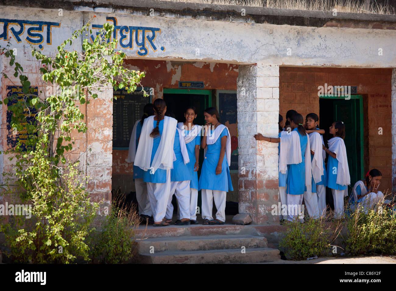 Indian Hindu schoolchildren at state school at Kaparda village in Rajasthan, Northern India Stock Photo