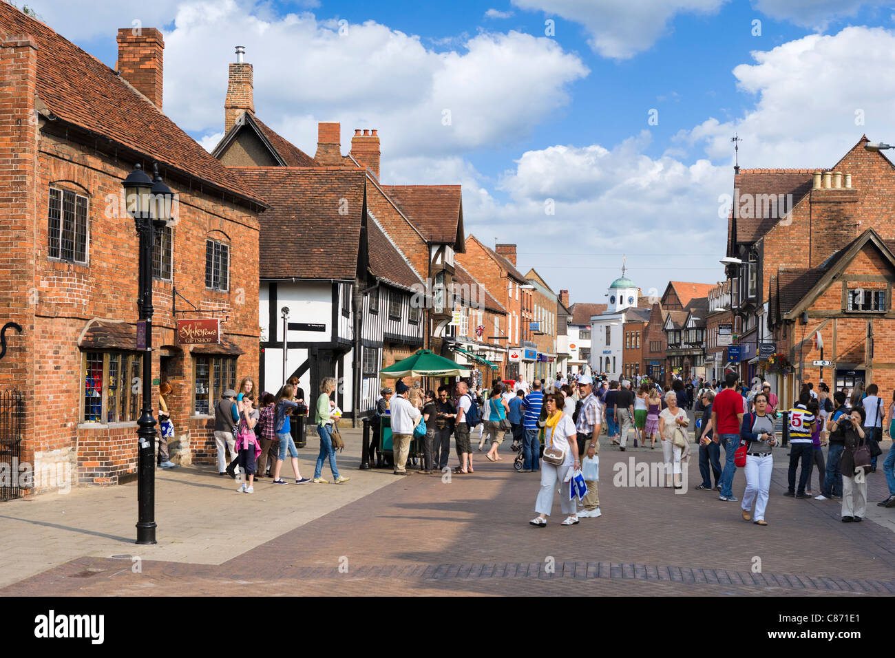 Shops on Henley Street in the historic centre, Stratford-upon-Avon, Warwickshire, England, UK - Stock Image