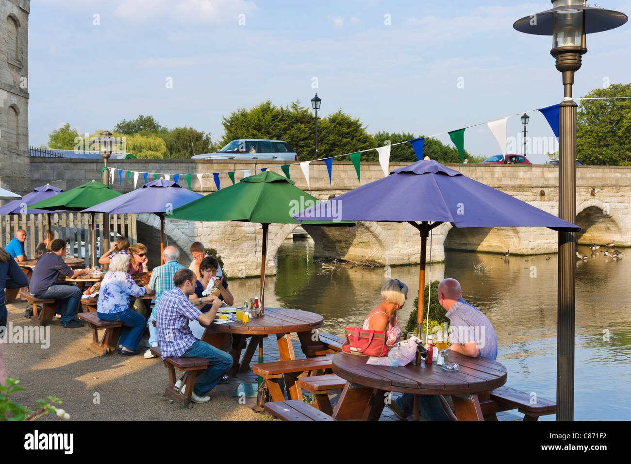 Pub terrace overlooking the River Avon at Cox's Yard in the early evening, Stratford-upon-Avon, Warwickshire, - Stock Image