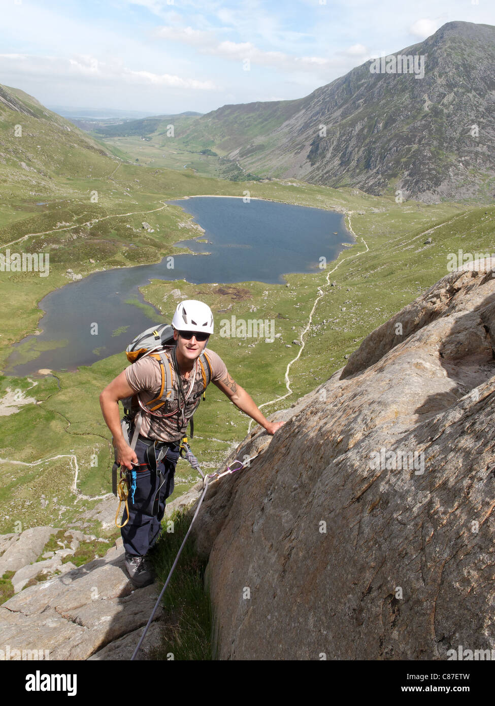 A climber on the Upper Idwal continuation scramble, Snowdonia - Stock Image