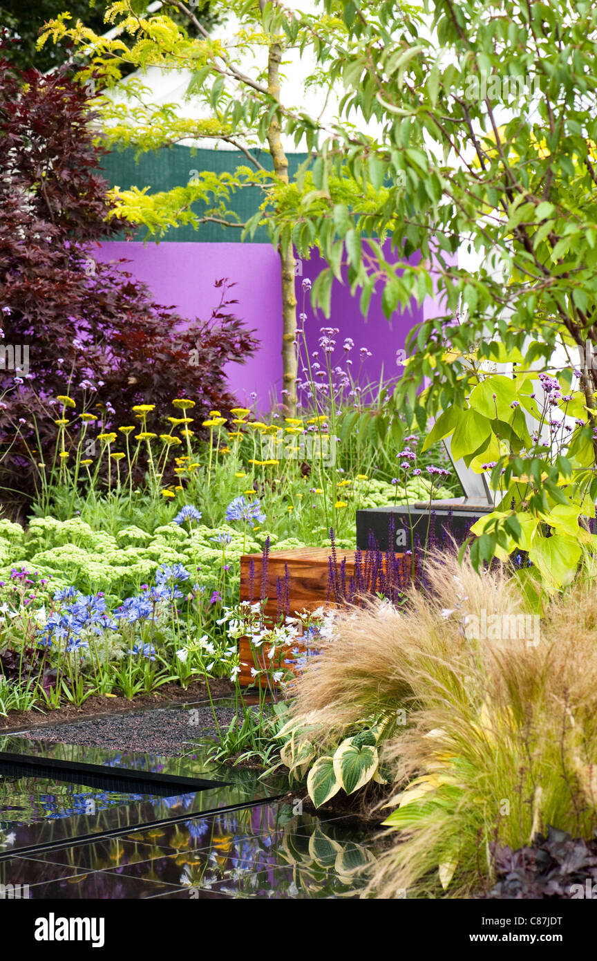 'Save a Life, Drop the Knife' show garden, 2011 RHS Flower Show Tatton Park - Stock Image