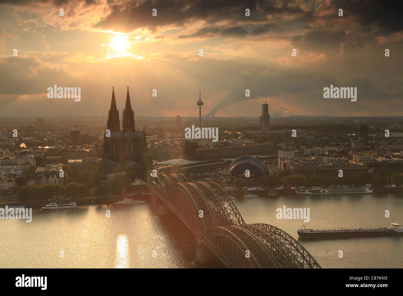 Blick auf Köln in der Dämmerung, View on Cologne at sunset, Germany, Deutschland - Stock Image