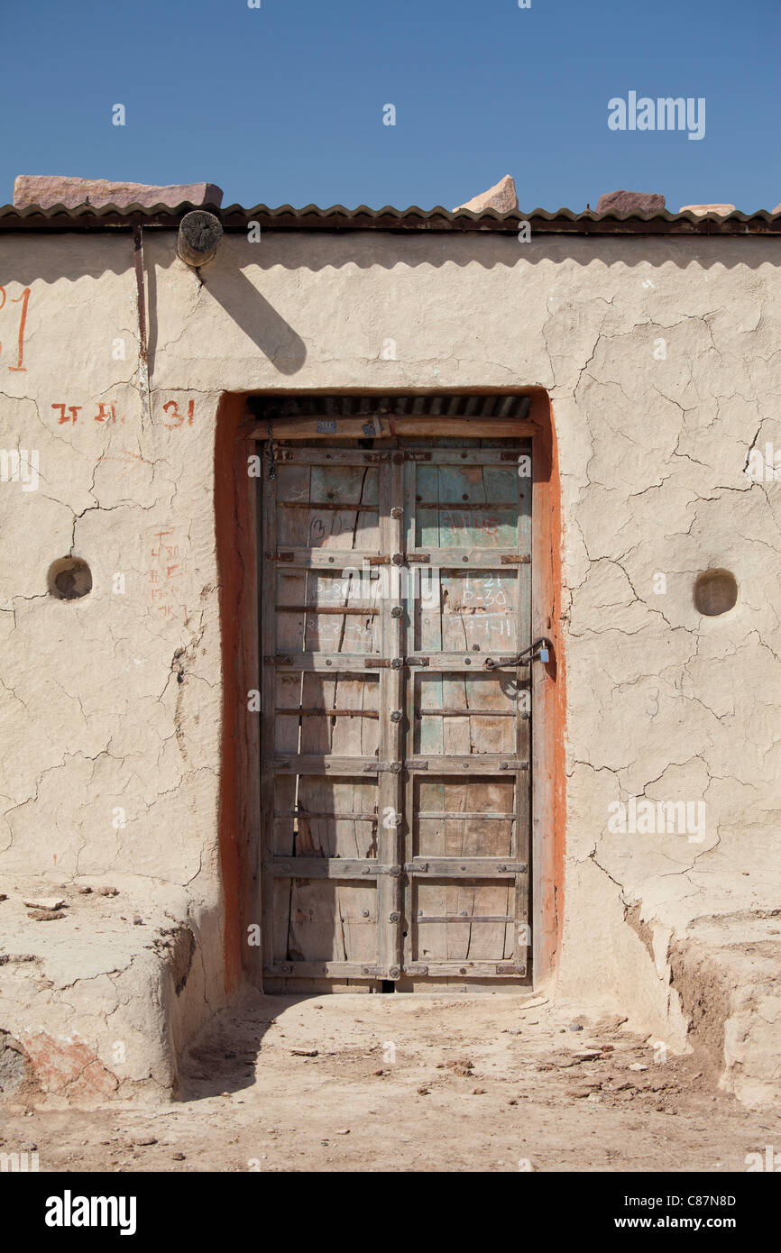 Unoccupied home in Hindu village of Dhudaly in Rajasthan, Northern India - Stock Image