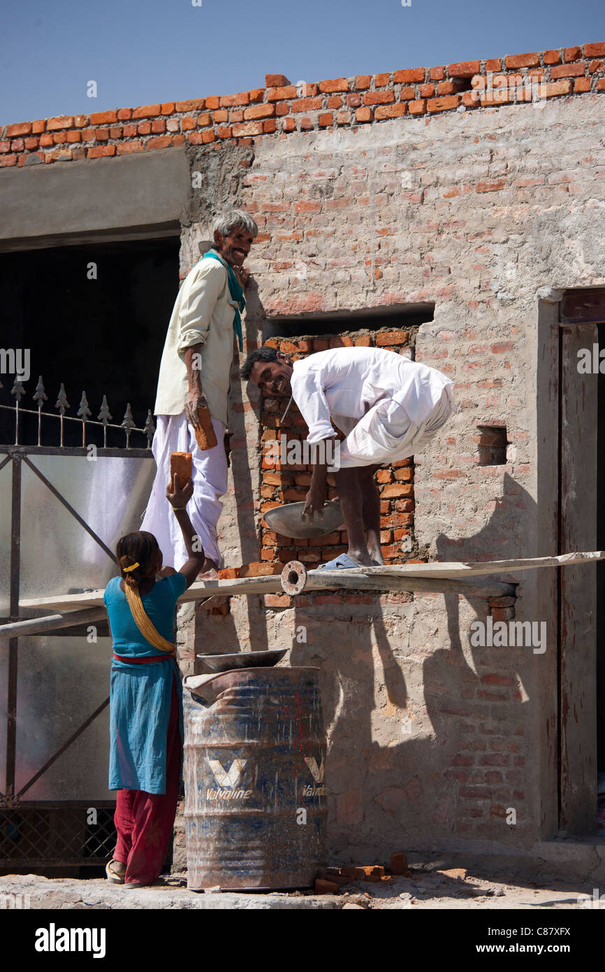 Men and women work on construction site in Jawali village in Rajasthan, Northern India - Stock Image