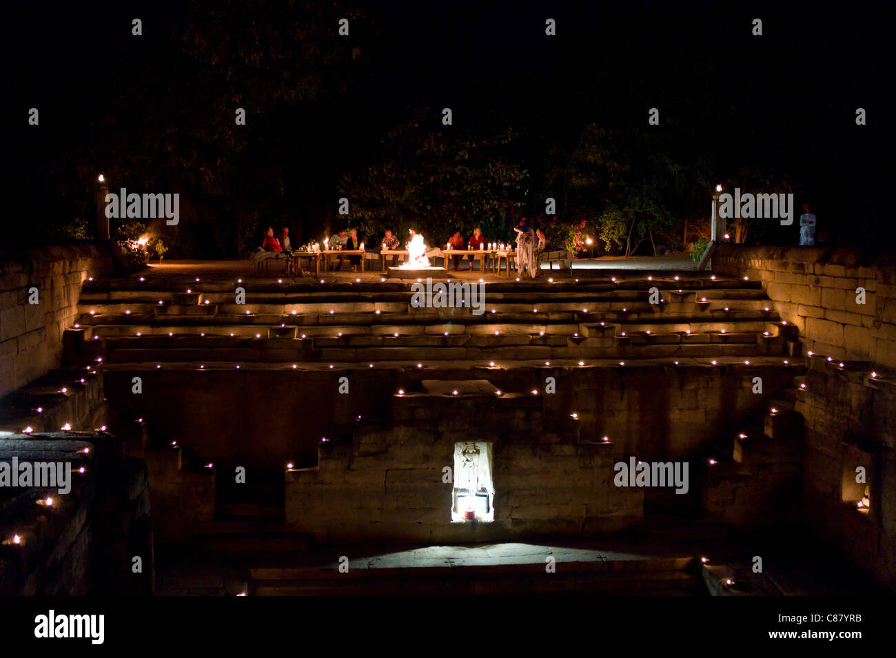 Guests at candlelight dinner at The Stepwell, Rawla Narlai hotel in Rajasthan, India - Stock Image