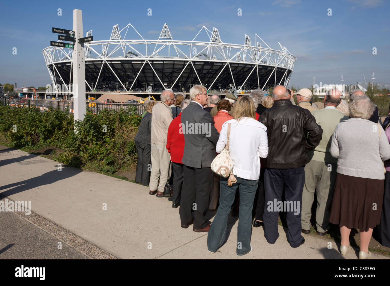 Visitors tour the Greenway the closest viewpoint to see the main stadium at the 2012 Olympic Park in Stratford. - Stock Image
