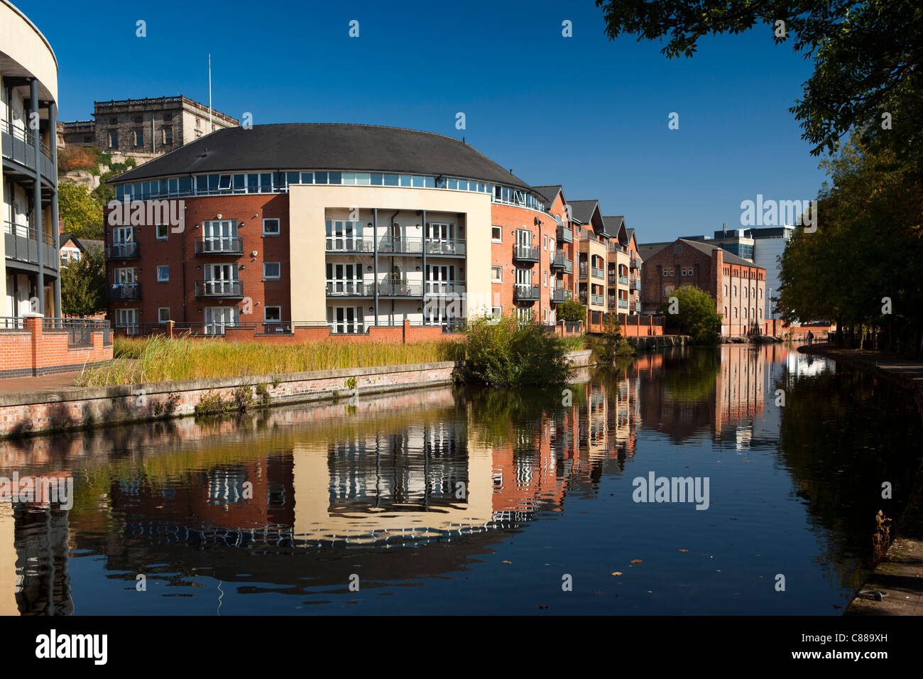UK, Nottinghamshire, Nottingham, new housing reflected in Beeston Canal - Stock Image