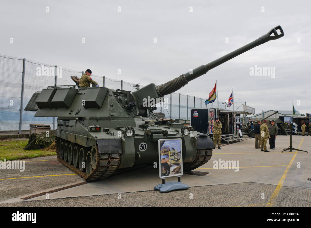 155mm Artillery Gun Stock Photos & 155mm Artillery Gun Stock