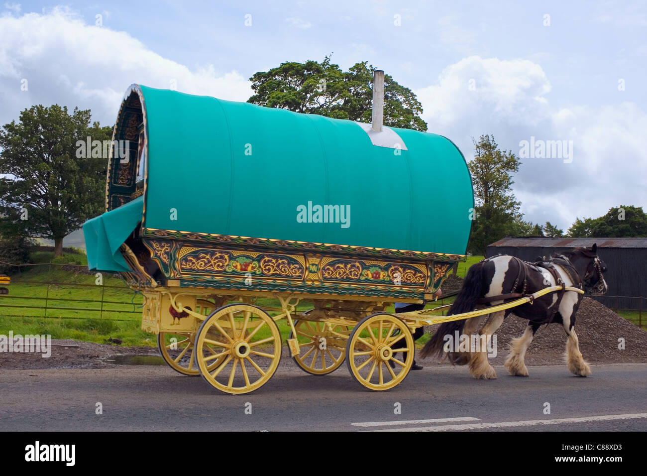 A vardo or traditional horse-drawn wagon used by British Romani people. - Stock Image