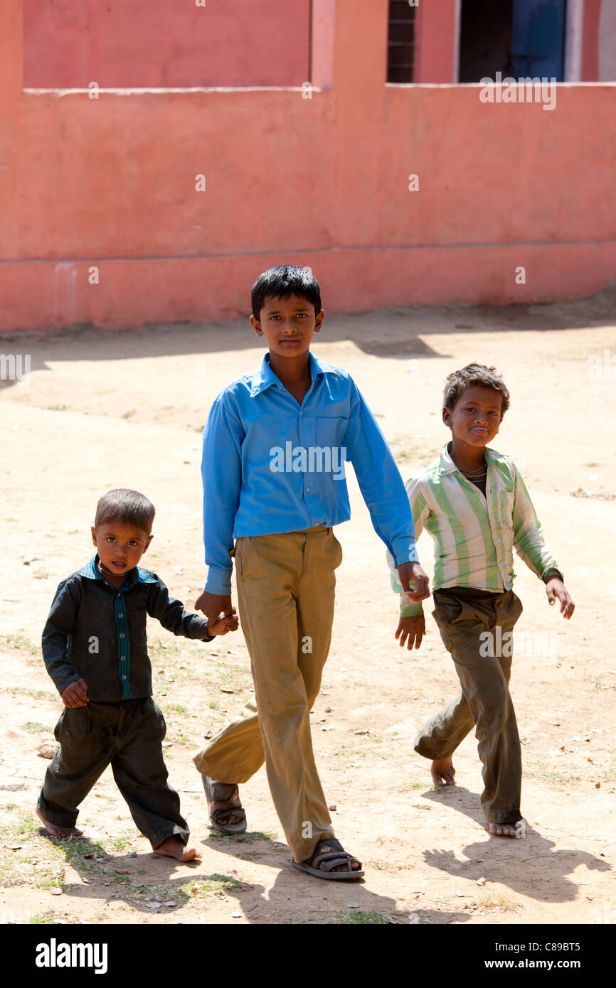 Indian schoolboys attending school at Doeli in Sawai Madhopur, Rajasthan, Northern India - Stock Image