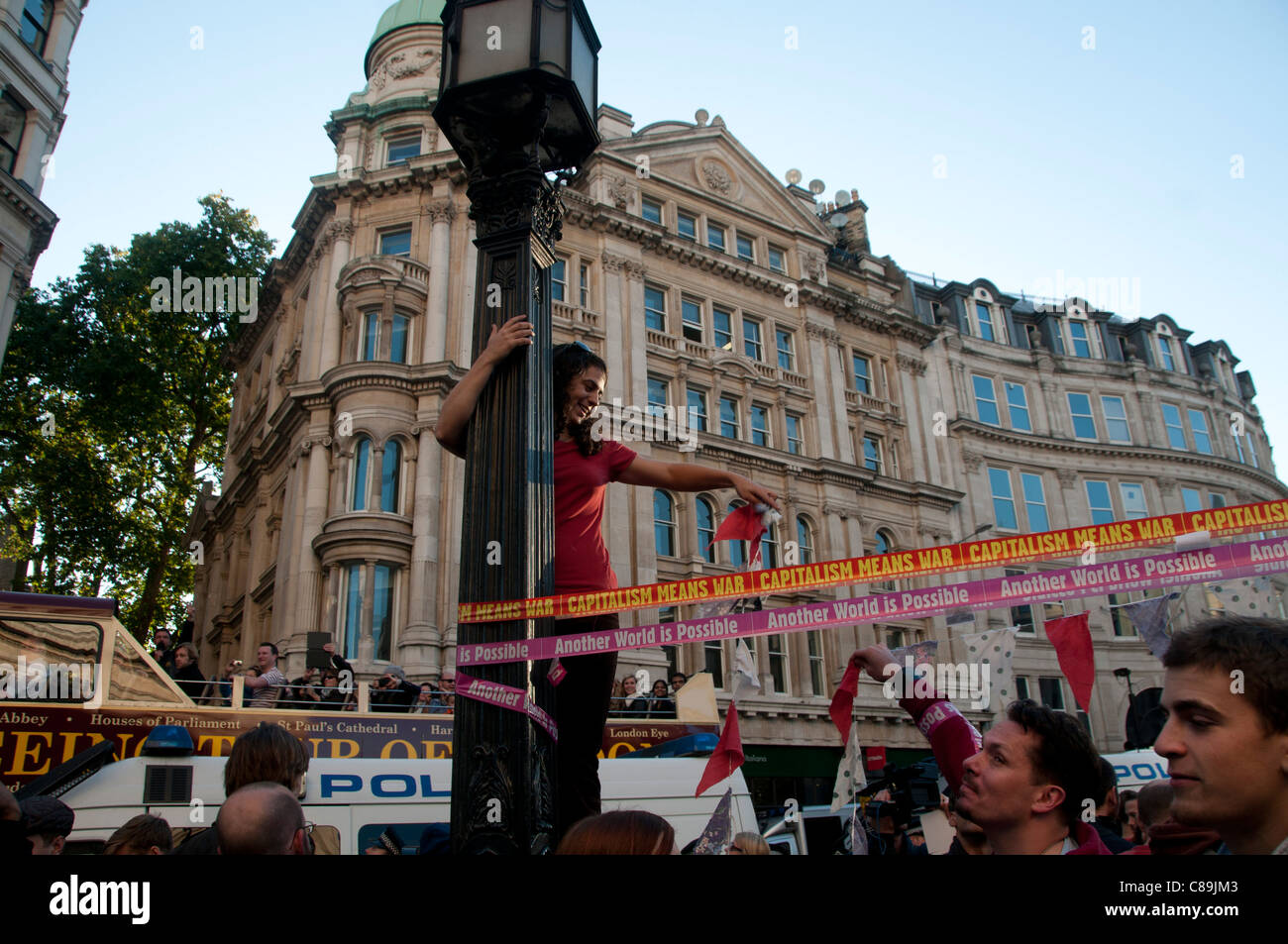 Occupy London. Part of worldwide protest and global rallies against banks and the present economic system. Putting - Stock Image