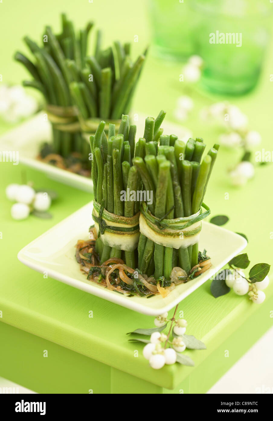 Bundles of green beans with chopped parsley - Stock Image