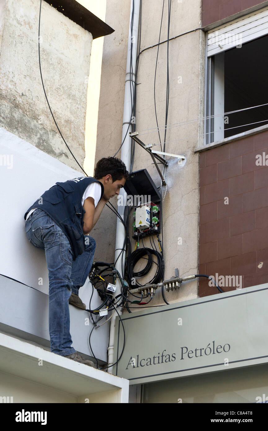 technician installing fiber optic broadband internet in a rh alamy com