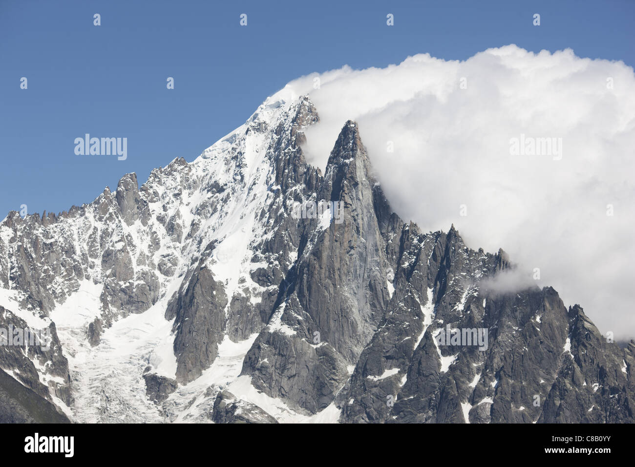 AIGUILLE VERTE (4122m) & LES DRUS (3754m) in the Mont Blanc Massif. A downwind low pressure triggers the BANNER - Stock Image