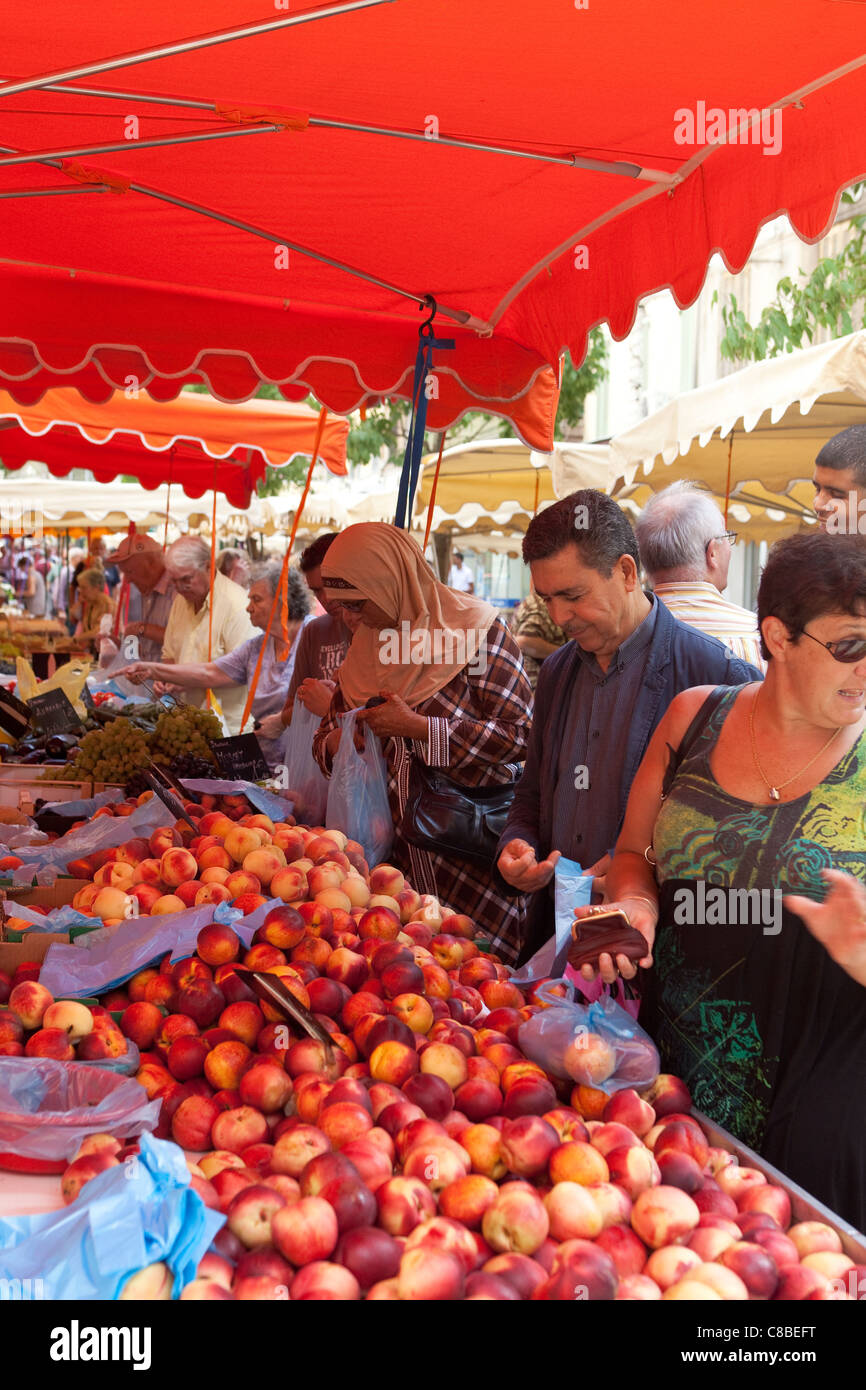 customers shopping for value, buying fruit at the market place Toulon France - Stock Image