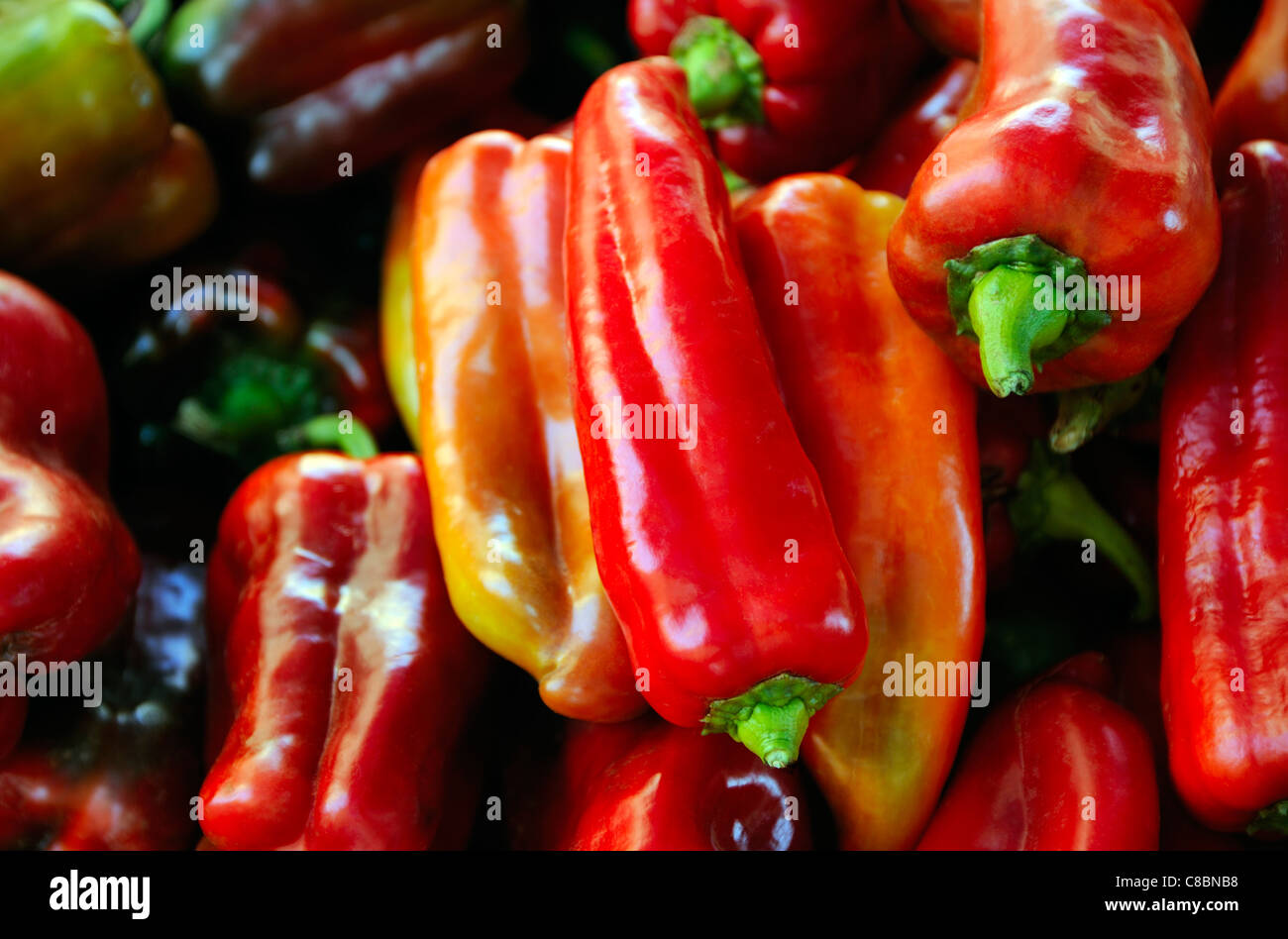PEPPERS VARIOUS COLOURS COLORS IN SPANISH MARKET SPAIN ESPANA - Stock Image