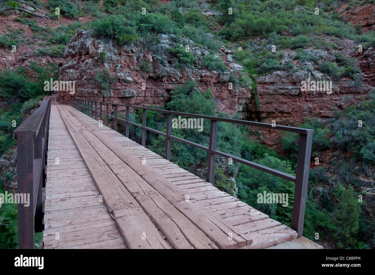 A bridge crosses a gap along the North Kaibab trail along its descent in Grand Canyon National Park, Arizona USA. - Stock Image