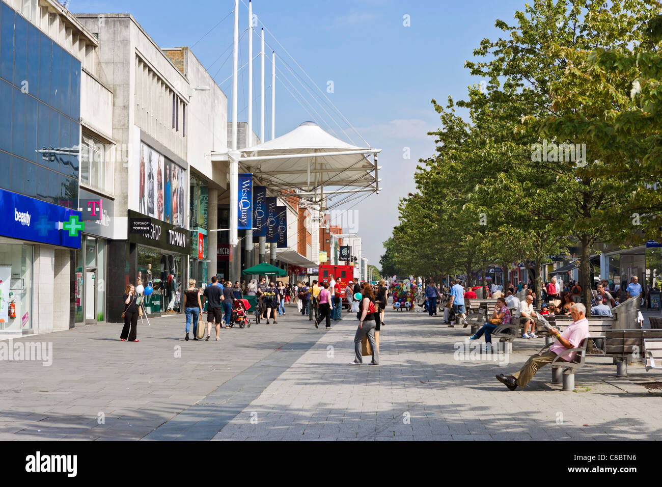 Shops in the main shopping area, Above Bar Street on the QEII Mile, Southampton, Hampshire, England, UK - Stock Image
