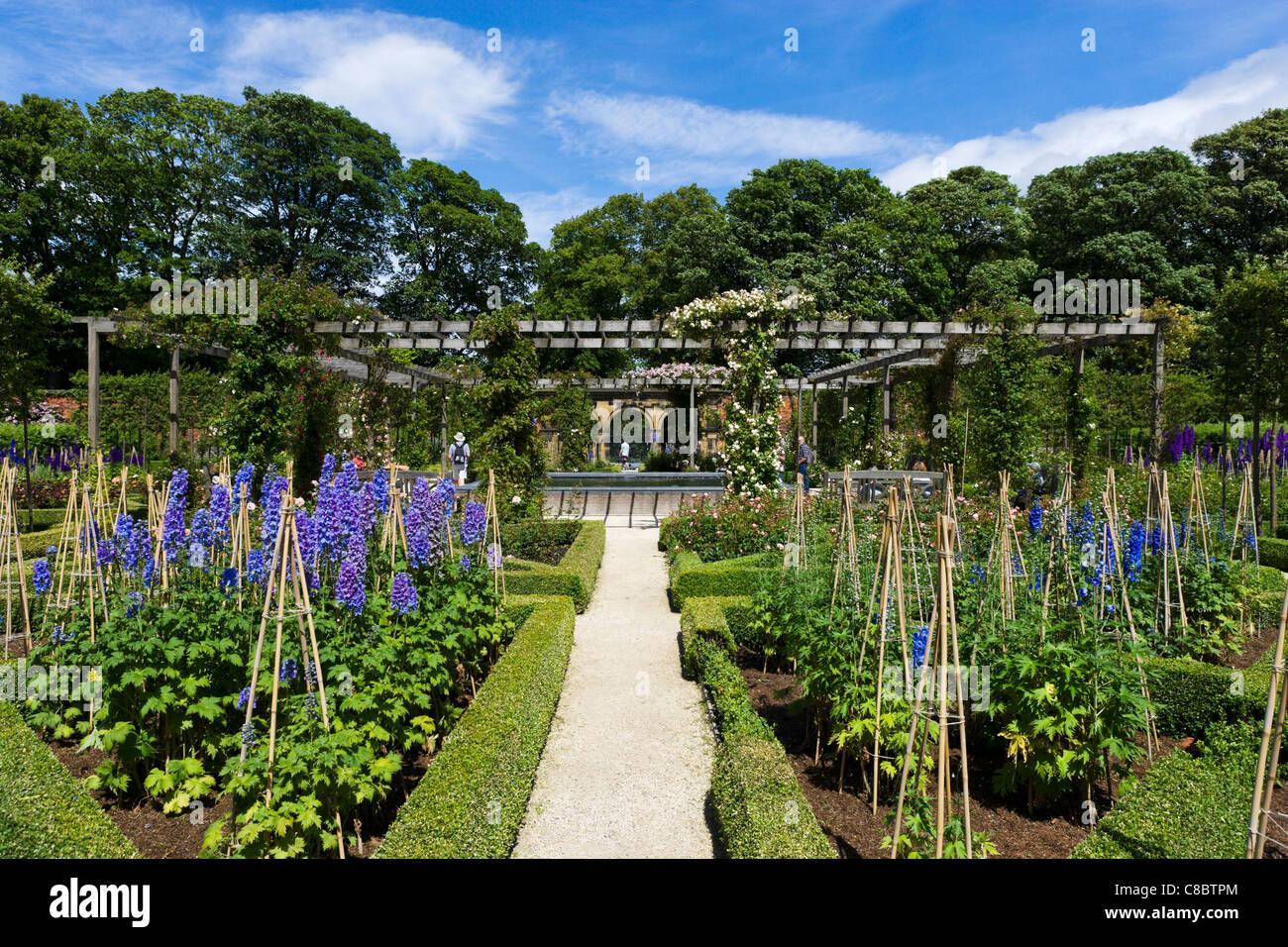Ornamental Garden, The Alnwick Garden, Alnwick Castle, Alnwick, Northumberland, North East England, UK - Stock Image