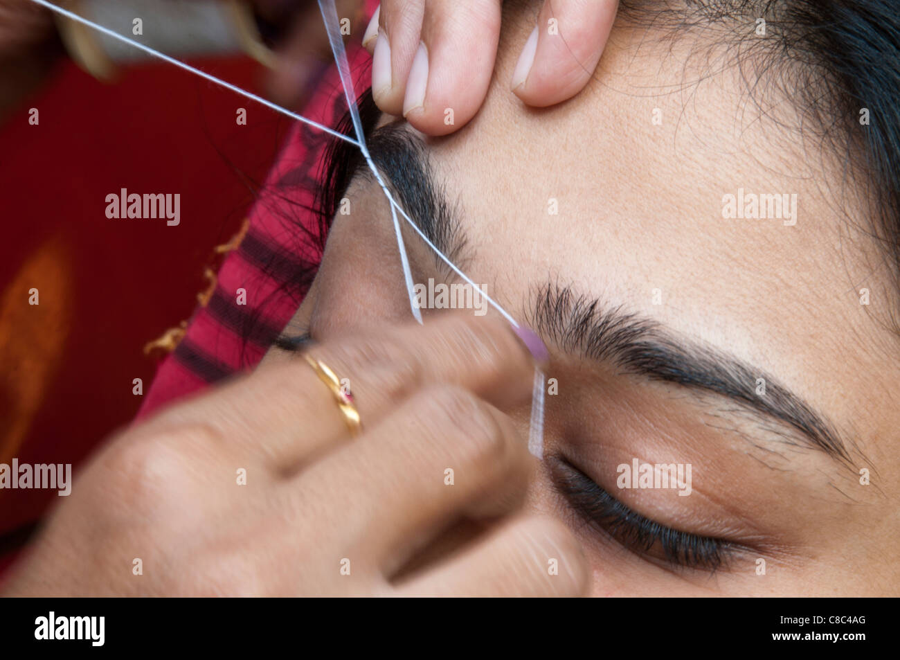 Eyebrow Threading Stock Photo 39604840 Alamy